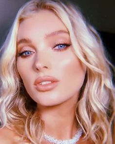 Elsa Hosk at the amfAR Gala 2019 Pretty Makeup Looks, Gorgeous Makeup, Beautiful Eyes, Gorgeous Women, Gorgeous Lady, Elsa Hosk, Famous Models, Victoria Secret Fashion Show, Beauty Women