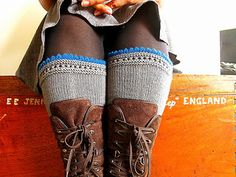 When designing these legwarmers I was strongly inspired by Susie Roger's Reading Mitts. I simply loved this simple pattern, this elegant look!