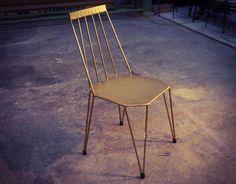 La Silla TEIA es un nuevo diseño de Dadra inspirado en sillas de estilo escandinavo. Fabricada en hierro con asiento de plancha de acero es una silla preparada tanto para interior como exterior.<br>Su asiento  puede tapizarse en piel para interior.<br>Indicada para<b> hostelería, bares,  restaurantes, cafeterías </b> por su gran resistencia, así como para decoración  Tanto <b> interior como exterior (terrazas y jardines)</b>.