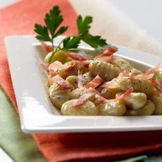 Gorgonzola Gnocchi with Grisons dry-cured bacon www. Gnocchi, Pasta Salad, Bacon, Recipies, Yummy Food, Diet, Ethnic Recipes, Travel, Bon Appetit