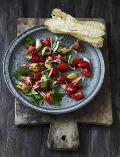 """Mussels """"salad"""" with tomatoes, parsley and crusty bread"""