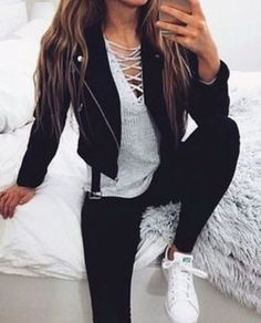 Cute Outfits OMG these fall outfit ideas that anyone can wear teen girls or women. The ultimate fall fashion guide for high school or college. Comfy cute outfit with jeans, sneakers and a leather jacket