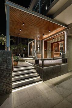 Door Design Interior, Main Door Design, Foyer Design, Entrance Design, Facade Design, House Window Design, House Outside Design, Bungalow House Design, Small House Design