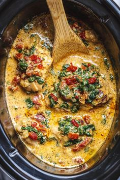 Healthy Meals Crock-Pot Tuscan Garlic Chicken - Creamy, packed with flavors and so easy to prep! - Crock-Pot Tuscan Garlic Chicken – Packed with flavors and so easy to prep! This creamy Tuscan Chicken in the Crock Pot makes an easy keto Tuscan Garlic Chicken, Garlic Chicken Recipes, Chicken Flavors, Chicken Crock Pot Meals, Spinach Recipes, Creamy Chicken Crock Pot, Recipes With Chicken, Chicken Ideas, Crock Pot Recipes