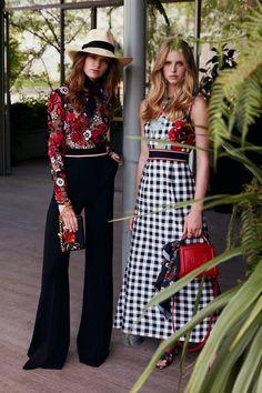 The complete Elie Saab Resort 2019 fashion show now on Vogue Runway. Fashion Week, Look Fashion, Trendy Fashion, High Fashion, Fashion Outfits, Fashion Trends, Lifestyle Fashion, Fashion Pants, Fashion Design