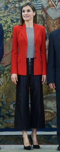 13 Apr 2016 - Queen Letizia attends audience hearing at Zarzuela Palace. Click to read more