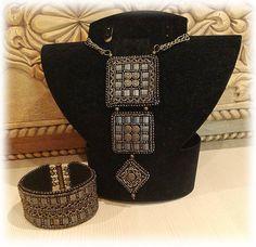 Use of Tila like beads Seed Bead Necklace, Beaded Necklace, Beaded Bracelets, Jewelry Art, Beaded Jewelry, Handmade Jewelry, Jewellery, Bead Loom Patterns, Beading Patterns