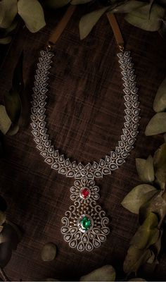 Looking for diamond necklace designs ? Diamond Necklace Set, Diamond Jewelry, Diamond Choker, Indian Diamond Necklace, Gold Necklace, Diamond Pendant, Jewelry Necklaces, Fancy Jewellery, Gold Jewellery Design