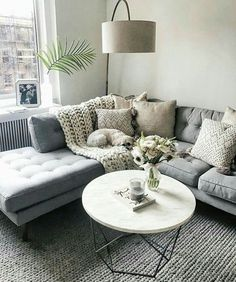 Colors with the grey couch