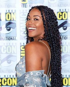 Passion twists crochet hair are a stunning, gorgeous, protective hairstyle that is cheaper and easier to create than some of the other popular styles. Box Braids Hairstyles, Braids Wig, Twist Hairstyles, Hairstyles 2018, Hairstyles Videos, Long Braids, Senegalese Twist Braids, Afro Twist Braid, Estilo Popular