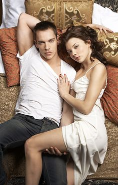 Jonathan Rhys-Meyers and Natalie Dormer. My favorite Henry and Anne.
