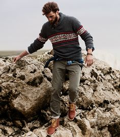 Seriously stylish yet comfy, this outfit is comprised of a charcoal fair isle crew-neck sweater and olive chinos. Unimpressed with this outfit? Invite a pair of brown leather casual boots to spice things up. Rugged Style, Look Fashion, Winter Fashion, Fashion Check, Fashion Outfits, Guy Fashion, Fall Outfits, Rugged Fashion, Simple Outfits