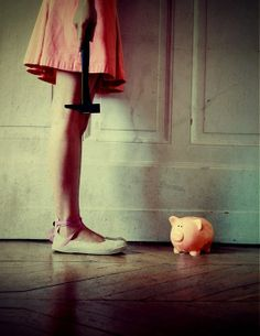 養豬千日 Money, money, money by JULIE DE WAROQUIER