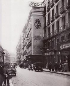 Almacenes Prast, antigua casa del Ratoncito Pérez . Calle del Arenal, 1934.