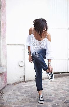 The featured photo: Most casual outfits looks great with a pair of black low top Converse. A white top and a pair of rolled up well worn jeans looks amazing in year around. Via Zoé Alalouch Blouse: Denim & Supply, Jeans: Diesel, Shoes: Converse Marianna Mäkelä wears cute floral dress with her black converse. Dress: Model's Own, …