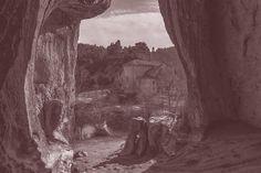 III. TERMINANDO Nada faltó, como bien se ve. Sobre todo si os contáramos otros momentos. Por ejemplo, la exposición fotográfica de José Alberto Ubierna (Instantes de consciencia: camino y silencio), que nos fundió en el espacio sin tiempo, viajando por caminos con corazón, desde el silencio y el compromiso con nuestros actos.   Qué decir, del mismo modo, de la guitarra de Chapi Pineda,....Continúa en El Trimestral Iniciático: http://goo.gl/nTGqQ3 #escueandalusi #escueladepensamiento