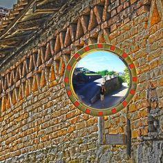Trough the wall - Modana village📷