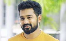 Yes, Asif is notorious for not answering calls. Once, he had not answered Mohanlal's call and it became a huge news back then #flicomovies #flico #Mollywood #Malayalam #AsifAli #Virus #Actor #Uyare