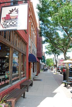 Downtown Alpena, Michigan ... Scoops ice cream is a summer pilgrimage for everyone!