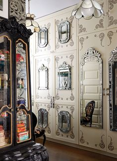 You Have to See Inside Anna Sui's Stunning New York City Apartment – Room Mirrors Dyi, Living Room Designs, Living Room Decor, Bedroom Decor, Art Deco Rugs, New York City Apartment, Décor Boho, Custom Book, Anna Sui