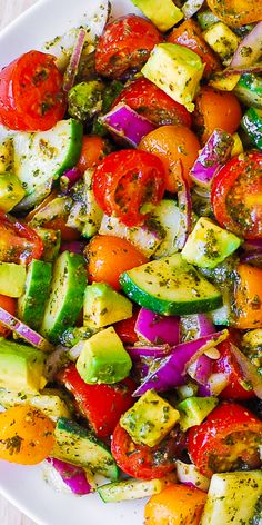 Tomato Cucumber Avocado Salad with Basil Pesto - Healthy, Mediterranean recipe with lots of fresh vegetables. This recipe uses just a few ingredients, it's easy to make, and the salad looks beautiful on the Cucumber Avocado Salad, Pesto Salad, Avocado Salat, Zucchini Salad, Fresh Avocado, Chickpea Salad, Basil Pasta Salads, Avocado Salad Recipes, Crab Salad