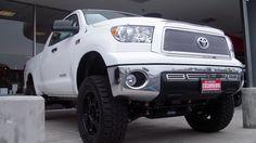 Pro Comp Lift (Stage 1), Method Wheels, Bumper Step, Mesh Grill. Super White Super Tundra!