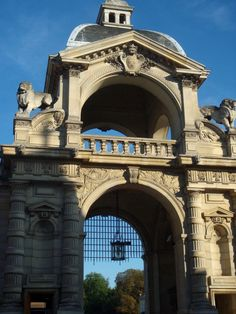 Domaine de Chantilly main entrance