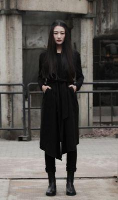 Visions of the Future: Minimalistic female. women's fashion and sty… Visions of the Future: Minimalistic female. women's fashion and style. Street Style Boho, Looks Street Style, Looks Style, Style Me, Black Style, Style Noir, Mode Style, Dark Fashion, Minimalist Fashion