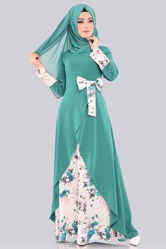 ELBİSE Çiçekli Fiyonk Elbise 00386-B329-S Mint Abaya Designs Latest, Abaya Designs Dubai, Mode Niqab, Abaya Mode, Abaya Fashion, Muslim Fashion, Fashion Outfits, Couture Dresses Gowns, Habits Musulmans