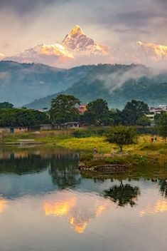 Sunrise at Pokhara / Nepal (by Roger) It's a beautiful world Beautiful World, Beautiful Places, Beautiful Gorgeous, Mount Everest, Photos Voyages, Amazing Nature, Beautiful Landscapes, Wonders Of The World, Places To See