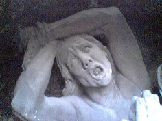 screaming statue