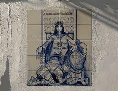 """RAINHA D. LEONOR DE AVIS - Muito formosa, de fisionomia suavíssima, de olhos azuis e cabelos louros,( herdados de sua bisavó, Dona Filipa de Lencastre). Foi chamada de a """"RAINHA VELHA"""" (depois do casamento de D. Manuel I  e  """" RAINHA DOS SOFREDORES"""" (ela própria muito sofrera (durante a vida), pelo assassinato de 2 dos seus irmãos, pelas mãos de seu marido, pela morte de seu filho herdeiro, etc.). Atravessou 4 reinados: D. Afonso V - D. João II - D. Manuel I e parte do de D. João III."""