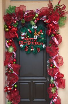 30 Inspiring Diy Christmas Door Decorations Ideas For Home And School 30 Inspiring Diy Christmas Door Decorations Ideas For Home And School Christmas Front Doors, Christmas Porch, Noel Christmas, Simple Christmas, Christmas Wreaths, Home For Christmas, Diy Christmas Door Decorations, Snowman Decorations, Porch Decorating