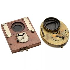 2 Early Londe & Dessoudeix Camera Shutters 1) LD lateral shutter, wooden body 9 x 12 cm, 7 shutter speeds (working), c. 1883. – And: 2) LD shutter (between the lens), 9 x 12 cm, 7 shutter speeds, improved construction of 1888.