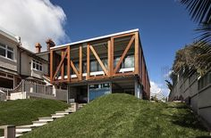Takapuna House / Athfield Architects Takapuna Beach, New Zealand Interior Architecture, Interior And Exterior, Interior Design, Concrete Path, Gate House, Types Of Houses, Historic Homes, Modern Contemporary, Facade