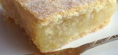 How to make delicious Apple Shortcake Squares This recipe for Apple Shortcake Squares is my take on the apple slices which are on sale in many Irish bakeries. In essence, these are made with. Apple Shortcake, Shortcake Recipe, Peanut Butter Bread, Peanut Butter Recipes, Afternoon Tea Recipes, Square Cakes, Small Cake, Apple Slices, Apple Recipes