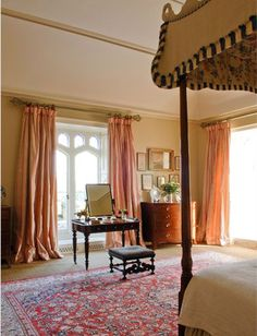 A great Oriental Carpet Persian Carpet, Persian Rug, Canopy Bed Curtains, Brown Carpet, Warm Bedroom, Master Bedroom, English Decor, English Country Style, Bedroom Carpet
