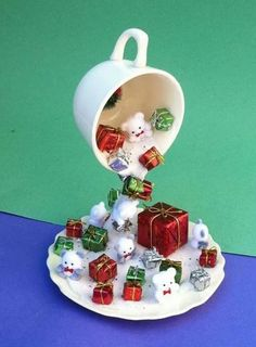 17 Amazing Christmas Decorations with Ornaments from Cups, Ideas Our Creativity . - 17 Amazing Christmas decorations with ornaments from cups, ideas that stimulate our creativity - Christmas Tea, Vintage Christmas, Christmas Wreaths, Christmas Ornaments, Christmas Cookies, Beautiful Christmas Decorations, Christmas Centerpieces, Christmas Projects, Holiday Crafts