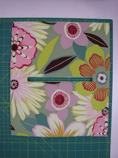 A different way of sewing zipper pouch than mine.