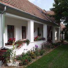 Égkőris Vendégház Bakonyszücs - Szallas.hu Art Studio At Home, Disney Sketches, European House, House Plans, Villa, Art Deco, Farmhouse, Cottage, House Design