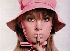 Jean Shrimpton. Lipsticking.