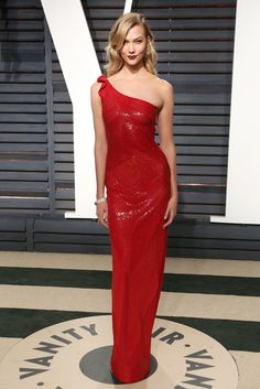 All the Vanity Fair Oscars after party pictures from From Halle Berry to Katy Perry, Miranda Kerr & Jennifer Aniston. Black Sequin Gown, Black Satin Dress, Dress Red, Fiestas Party, Blush Gown, Nice Dresses, Formal Dresses, Party Dresses, Red Carpet Gowns