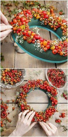 Toller Herbstkranz aus Beeren. Jetzt schnell ab zum Herbstspaziergang - sammeln - basteln - glücklich sein!:-) Quelle: Stephanie @ Garen Therapy