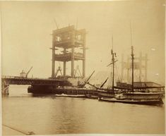 Never before seen photographs of the construction of Tower Bridge being constructed have been unveiled after a stash of hundred-year-old photos were found in a skip. Old Pictures, Old Photos, Vintage Photos, Baker Street, London Photography, Vintage Photography, White Photography, Rio Tamesis, Bridge Construction