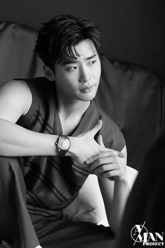Lee Jong Suk lays on the charms even in the behind-the-scene cuts of his photoshoot with 'Esquire' Lee Jong Suk Ceci, Lee Jong Suk Model, Lee Jung Suk, Jung Woo, Asian Actors, Korean Actors, Lee Jong Suk Shirtless, Lee Jong Suk Wallpaper, Young Male Model