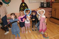 #Kids have fun with balloon tricks.  #magician #Kinder #Zauberer: http://www.selimtolga.ch