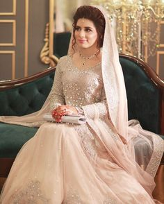"Pakistani Bride ""Fairytale feels! ✨ #uzmasbridalsalon #zblockonly"" Pakistani Wedding via @sunjayjk"
