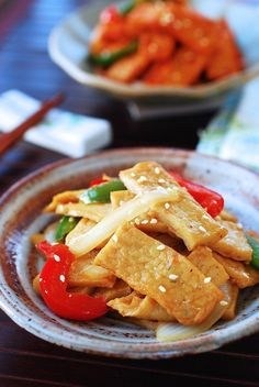 Eomuk Bokkeum (Stir-fried Fish Cake) is a quick and easy side dish made with eomuk (fish cake). Make it mild or spicy to your taste. Fish Cakes Recipe, Fish Recipes, Seafood Recipes, Asian Recipes, Cooking Recipes, Seafood Pasta, Indonesian Recipes, Asian Desserts, Orange Recipes
