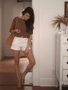5 easy summer outfits from Everlane 5 easy summer outfits from EverlaneThis post is sponsored by and all Everlane items I'm featuring in this post were gifted. White Denim Shorts, Sweater And Shorts, All White Outfit, White Outfits, Simple Summer Outfits, Short Suit, Minimal Fashion, Minimal Style, White Tees