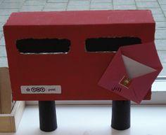 brievenbus in de klas. Maak van een doos een brievenbus.Nodig een echte postbode uit in de klas om brieven rond te brengen.